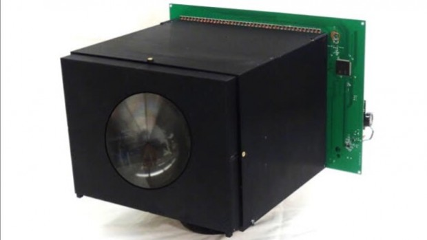 Cave-Bildsensor an einer Kamera (Bild: Uni Columbia)