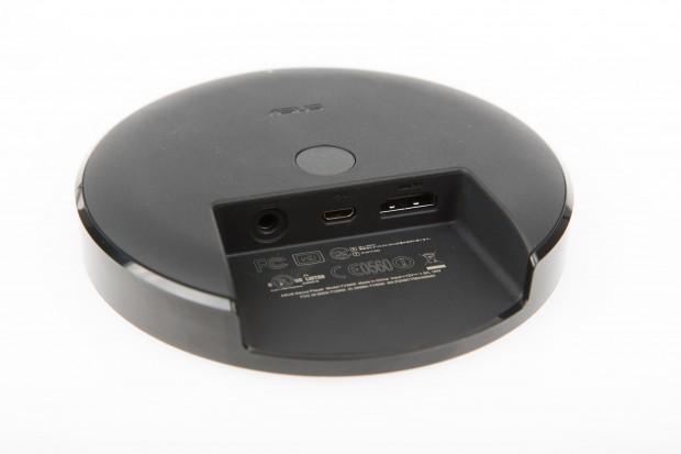 Auf der Unterseite hat der Nexus Player einen Pairing-Knopf (Bild: Martin Wolf/Golem.de)