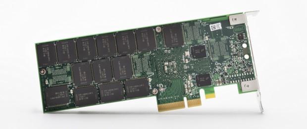 Intel SSD 750 PCIe-Karte ohne Kühler (Bild: Intel)