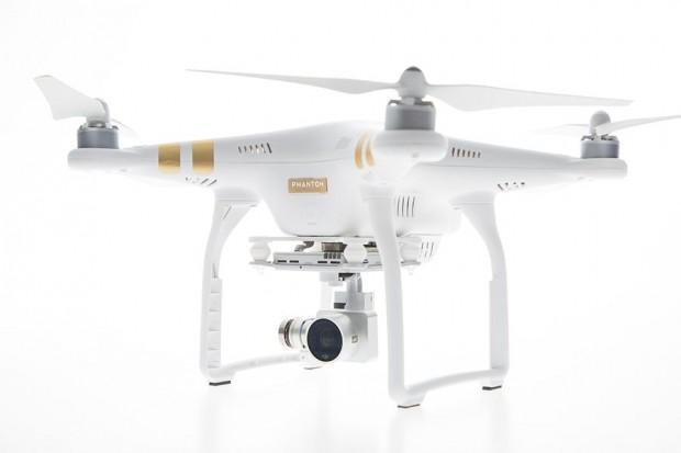 DJIs neuer Quadrocopter Phantom 3 - es gibt zwei Modelle, die sich in der Auflösung der Kamera unterscheiden. (Foto: DJI)