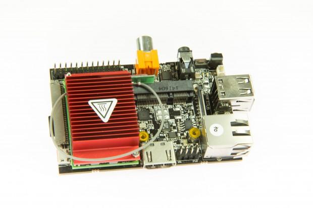 Links vom Kühlkörper der LVDS-Anschluss, rechts davon der Micro-PCI-Express-Einschub (Martin Wolf/Golem.de)