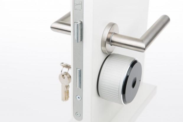 Das Smartlock soll sich auf handelsübliche Türen montieren lassen. (Bild: Martin Wolf/Golem.de)