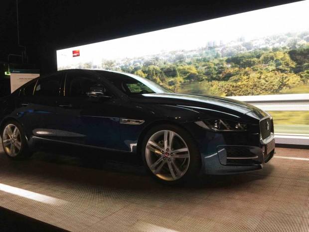 Echtwelt-Wagen mit virtuellem 3D-Hintergrund (Foto: Peter Steinlechner/Golem.de)