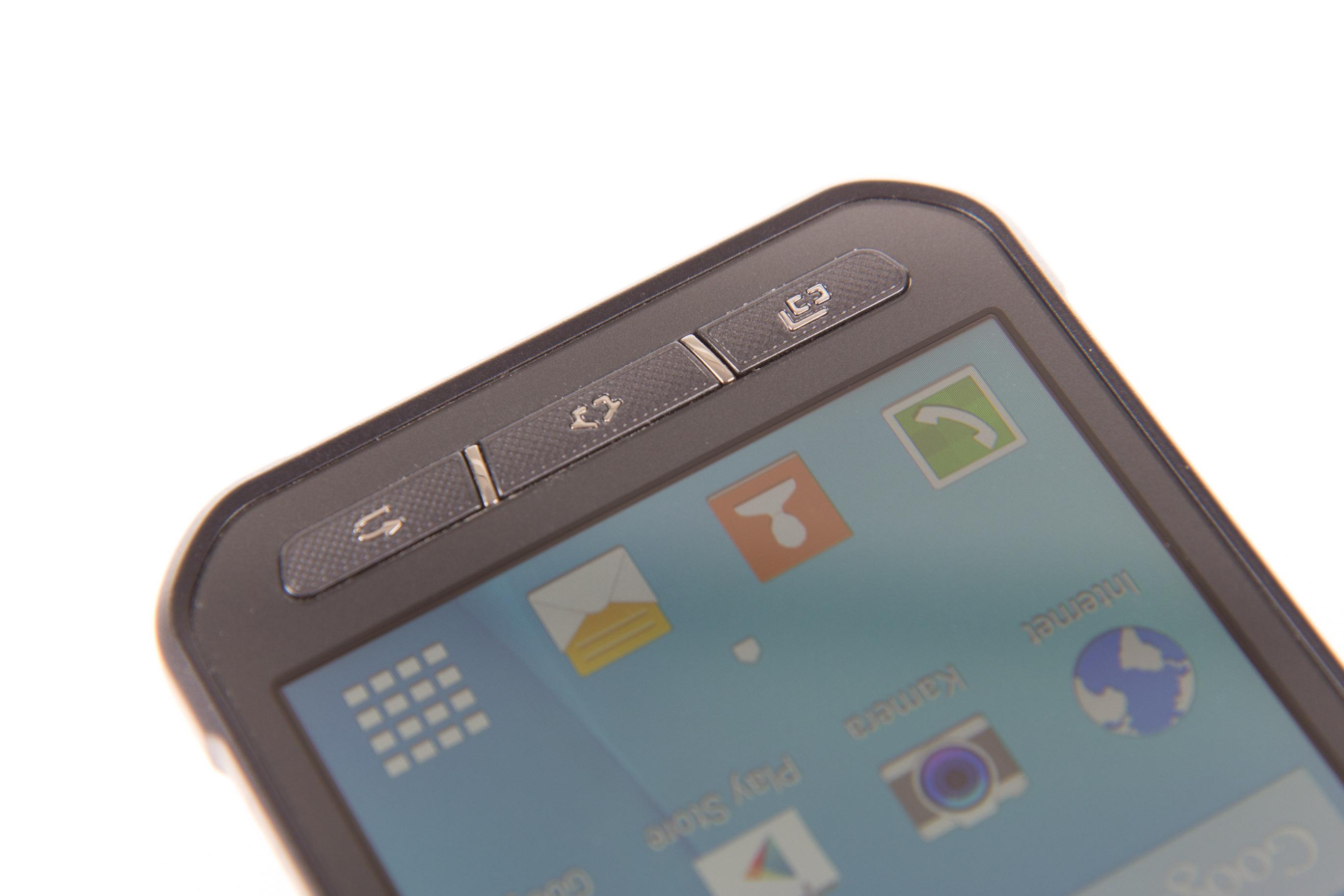 Samsung Xcover 3 im Test: Robust, handlich, günstig - Statt Sensortasten baut Samsung auch beim Xcover 3 wieder echte Tasten ein. (Bild: Martin Wolf/Golem.de)