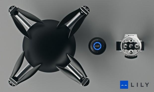 Die Lily Camera fliegt zwar automatisch wie eine Drohne. Aber sie folgt nur der Fernsteuerung, mit der Lily per Funk kommuniziert.  (Foto: Lily Robotics)