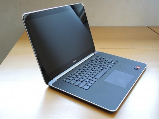 Das Display des Dell Precision M3800 spiegelt vor allem in dunkler Umgebung. (Foto: Tim Schürmann)