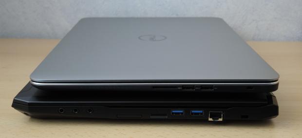 Die seitlichen Ansichten des Dell Precision M3800 (oben) und des Tuxedo Book XC1505 (unten). (Foto: Tim Schürmann)