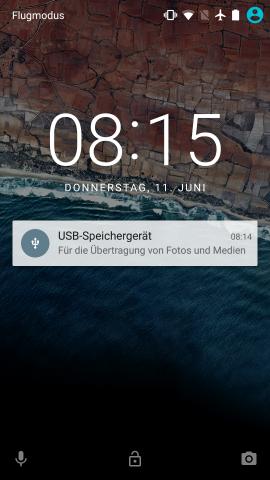 Android M zeigt Hinweis mit angeschlossenem USB-Speicher im Sperrbildschirm. (Screenshot: Golem.de)
