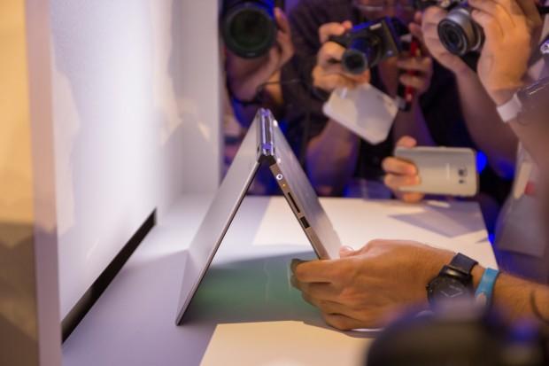 Ein neues, noch namenloses Tablet von Toshiba. Das Gerät hat eine Infrarotkamera eingebaut und unterstützt Windows Hello. (Bild: Tobias Költzsch)