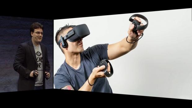 Palmer Luckey zeigt Oculus Touch (Screenshot: Golem.de)
