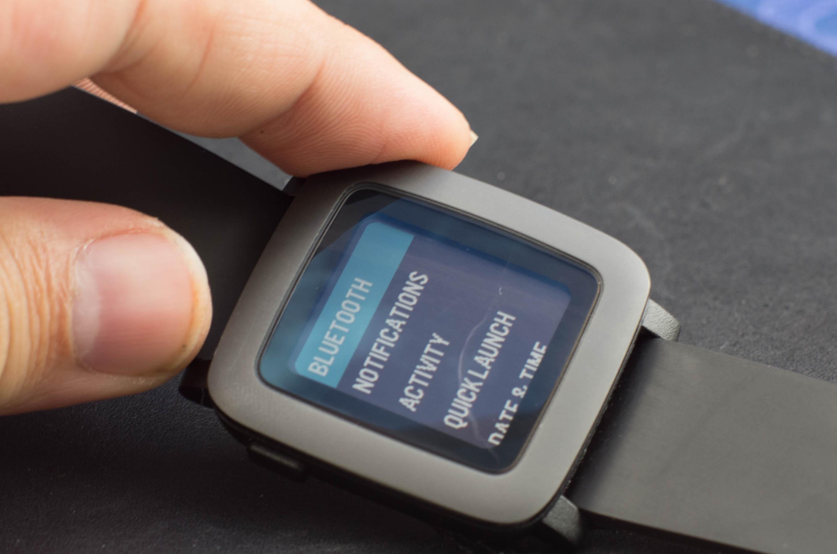 Pebble Time im Test: Nicht besonders smart, aber watch - Pebble Time (Bild: Andreas Donath)