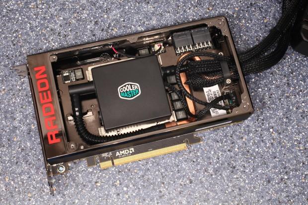 Radeon R9 Fury X ohne Frontplatte (Foto: Techpowerup)