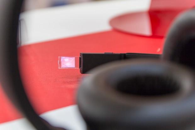 Das Display der SiME Smart Headphones (Bild: Tobias Költzsch/Golem.de)