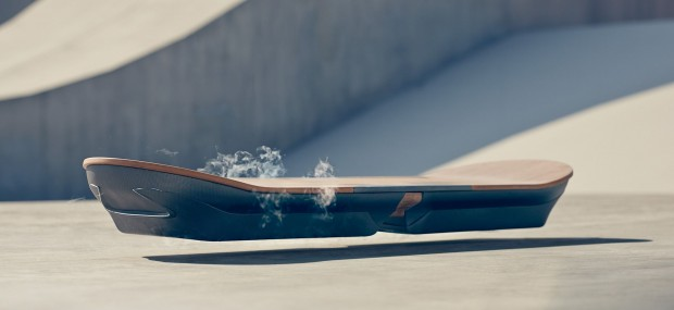 Schweben wie Marty Mc Fly - nur schicker: das Hoverboard von Lexus (Bild: Lexus)