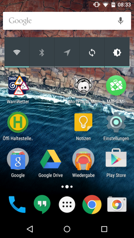 Startbildschirm von Android M mit aktivierter Akku-Prozent-Anzeige (Screenshot: Golem.de)
