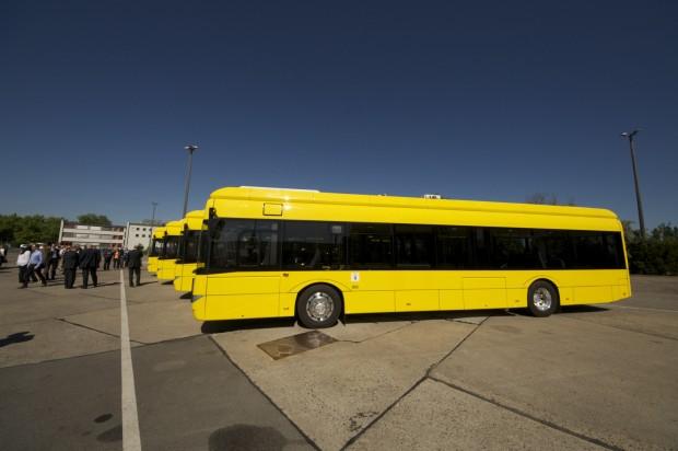 Vier neue Busse hat die BVG am 1. Juli 2015 auf ihrem Betriebshof in der Indira-Gandhi-Straße vorgestellt. (Foto: Andreas Sebayang/Golem.de)