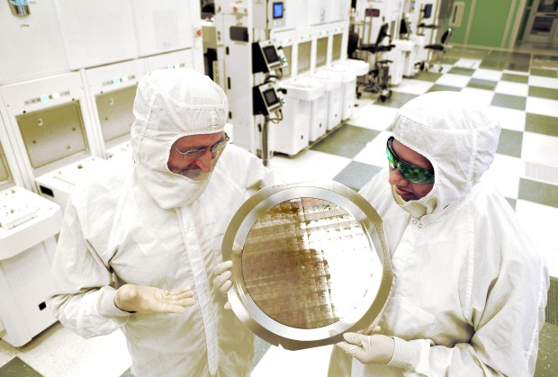 Wafer mit 7-nm-FinFET-Testchips (Bild: IBM)