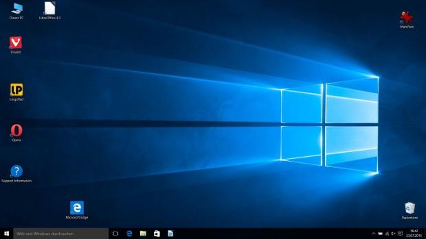 In der Taskleiste prangt in Windows 10 neben dem Startknopf standardmäßig ein großes Suchfeld. (Screenshot: Golem.de)