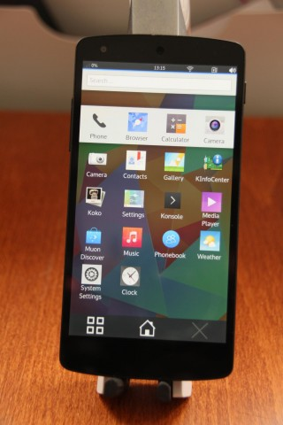 KDE-Plasma auf einem Nexus 5 von LG mit Android  (Quelle: Sebastian Kügler)
