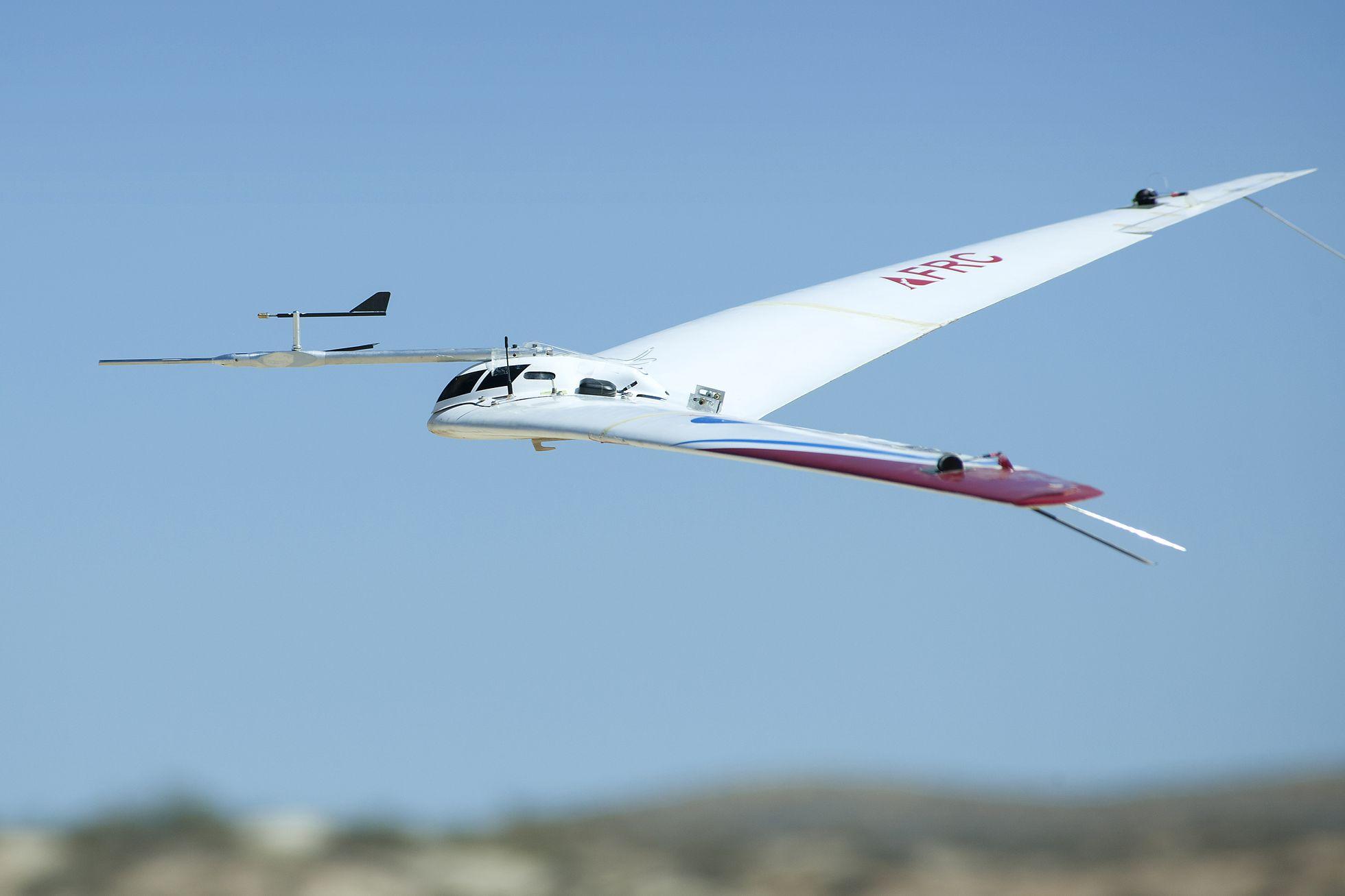 Prandtl-m: Nasa will den Mars mit einem Gleitflugzeug erkunden - Test mit dem Gleiter Prandtl-m. Er soll in einigen Jahren auf dem Mars eingesetzt werden. (Foto: Ken Ulbrich/Nasa)