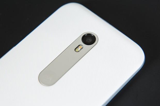 Die Kamera auf der Rückseite hat jetzt 13 Megapixel. (Bild: Martin Wolf/Golem.de)
