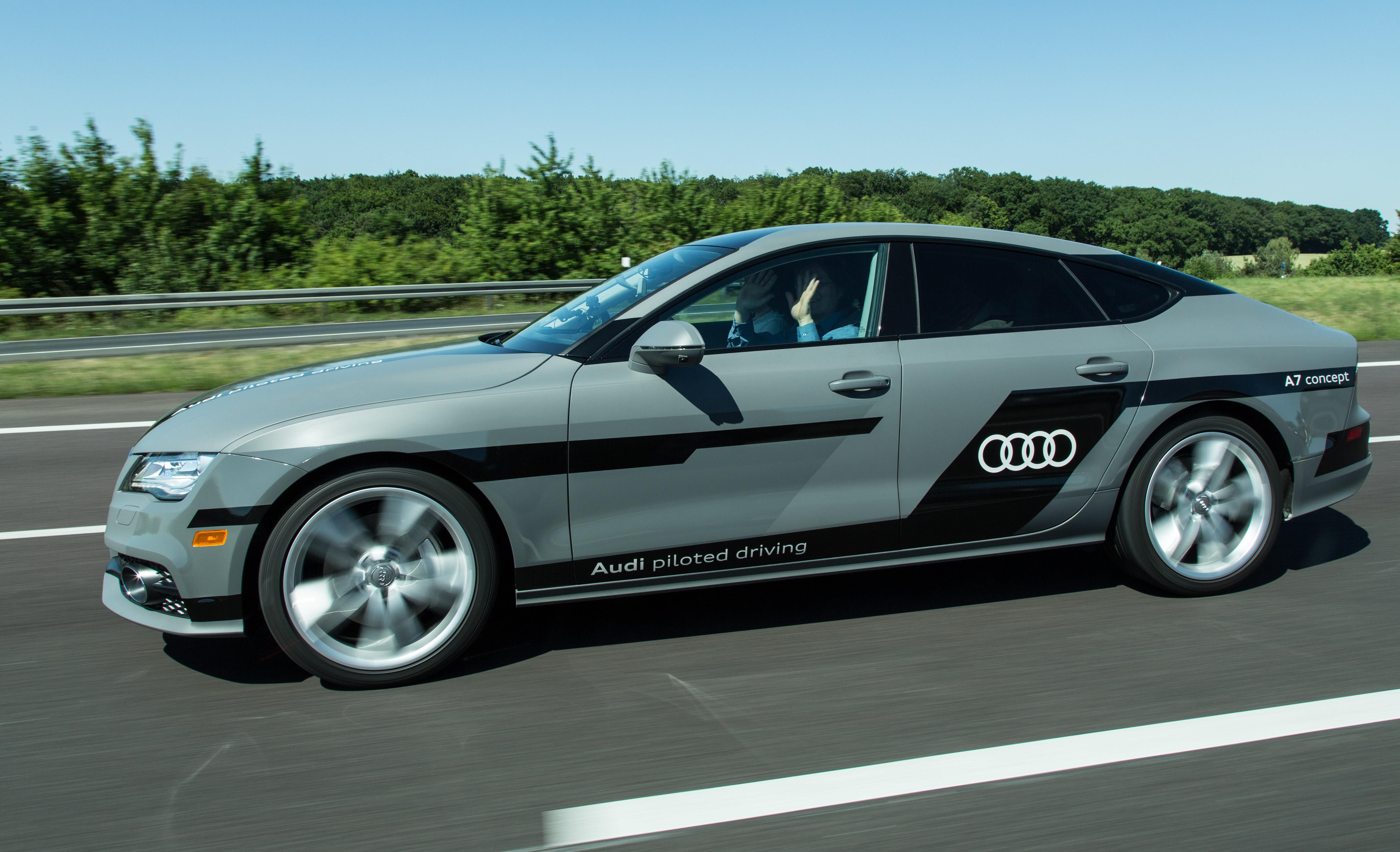 """Autonomes Fahren: Auf dem Highway ist das Lenkrad los - Golem.de testete den hochautomatisierten A7 """"Jack"""" im Juli auf der Autobahn bei Wolfsburg. (Foto: Martin Wolf/Golem.de)"""