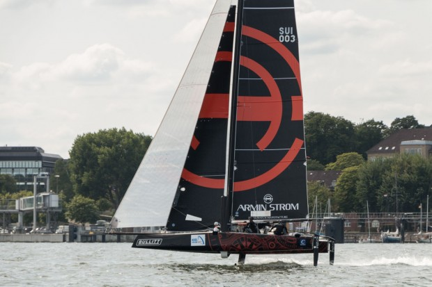 Fliegende Boote: Der GC32-Katamaran des Schweizer Teams Armin Strom foilt. (Foto: Werner Pluta/Golem.de)
