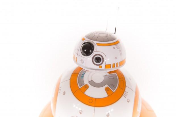 Der Kopf von BB-8 wird magnetisch gehalten. (Bild: Martin Wolf/Golem.de)