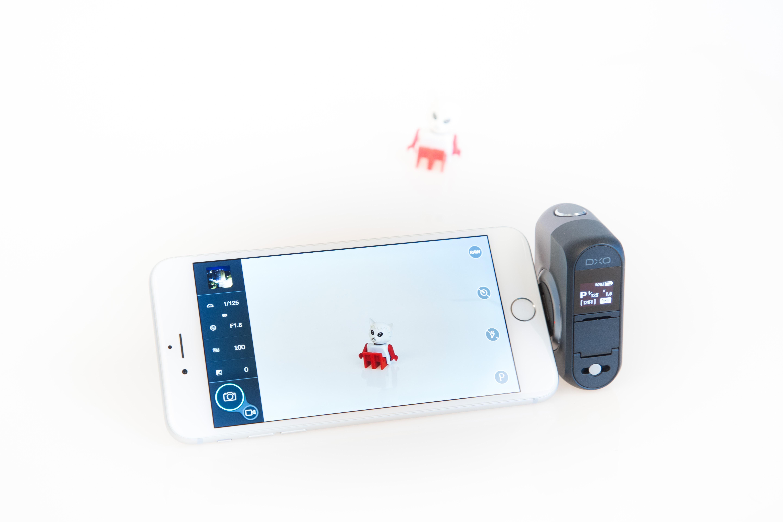 Aufsteckkamera Dxo One im Test: Ein Klick macht das iPhone zur echten Kamera - Die Ansteckkamera Dxo One mit angeschlossenem iPhone 6 Plus (Bild: Martin Wolf/Golem.de)