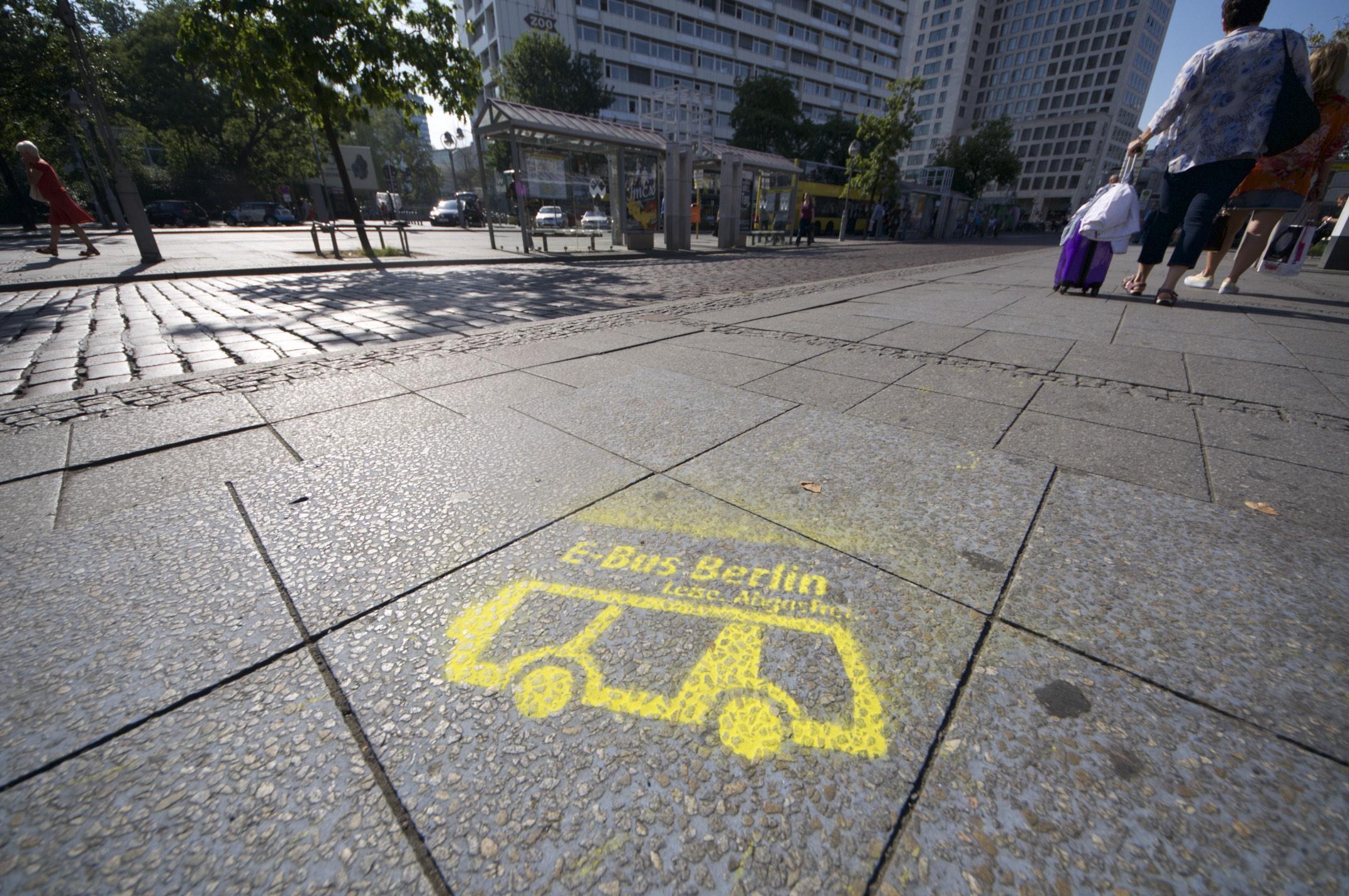 Nahverkehr: Hamburg und Berlin kaufen gemeinsam saubere Busse - Ein bisschen Werbung muss sein, ... (Foto: Andreas Sebayang/Golem.de)
