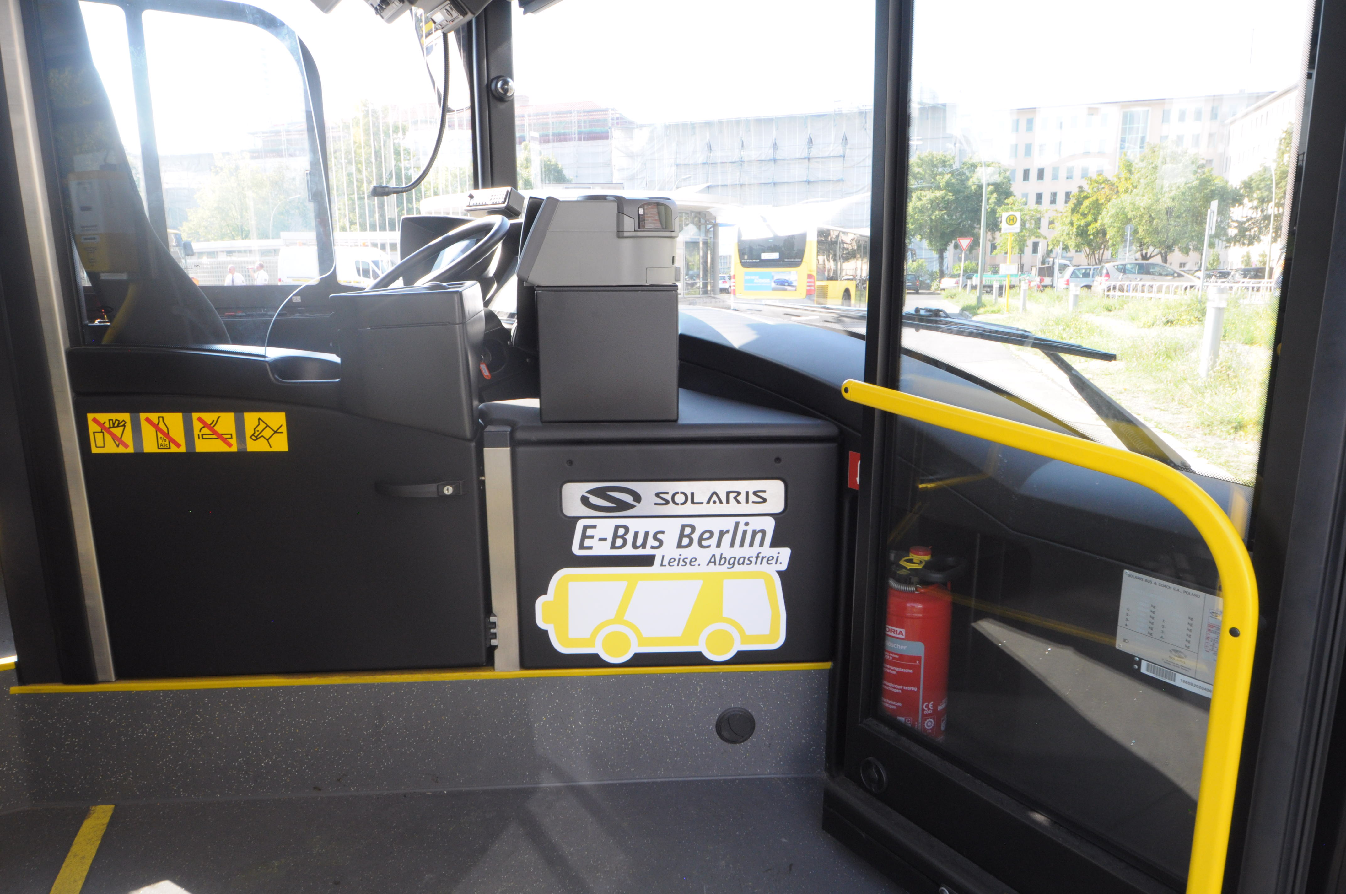 Bombardier Primove: Die BVG hat Probleme mit ihren Berliner Induktionsbussen - Im Inneren deutet wenig auf den Elektroantrieb. (Foto: Andreas Sebayang/Golem.de)