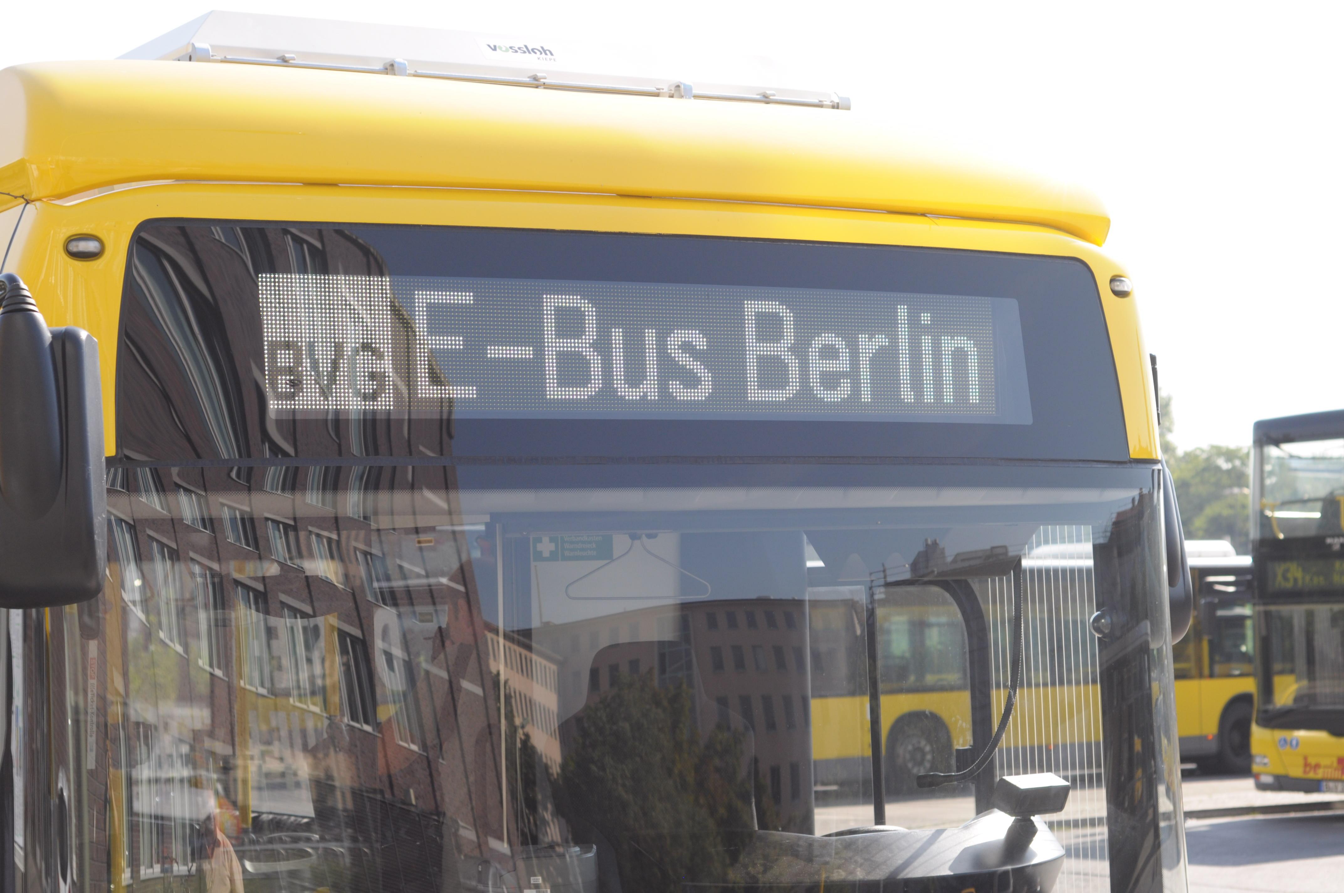 Nahverkehr: Hamburg und Berlin kaufen gemeinsam saubere Busse - Die Anzeige flimmert, nur bei wenigen Aufnahmen haben wir deswegen die Belichtungszeit reduziert. (Foto: Andreas Sebayang/Golem.de)
