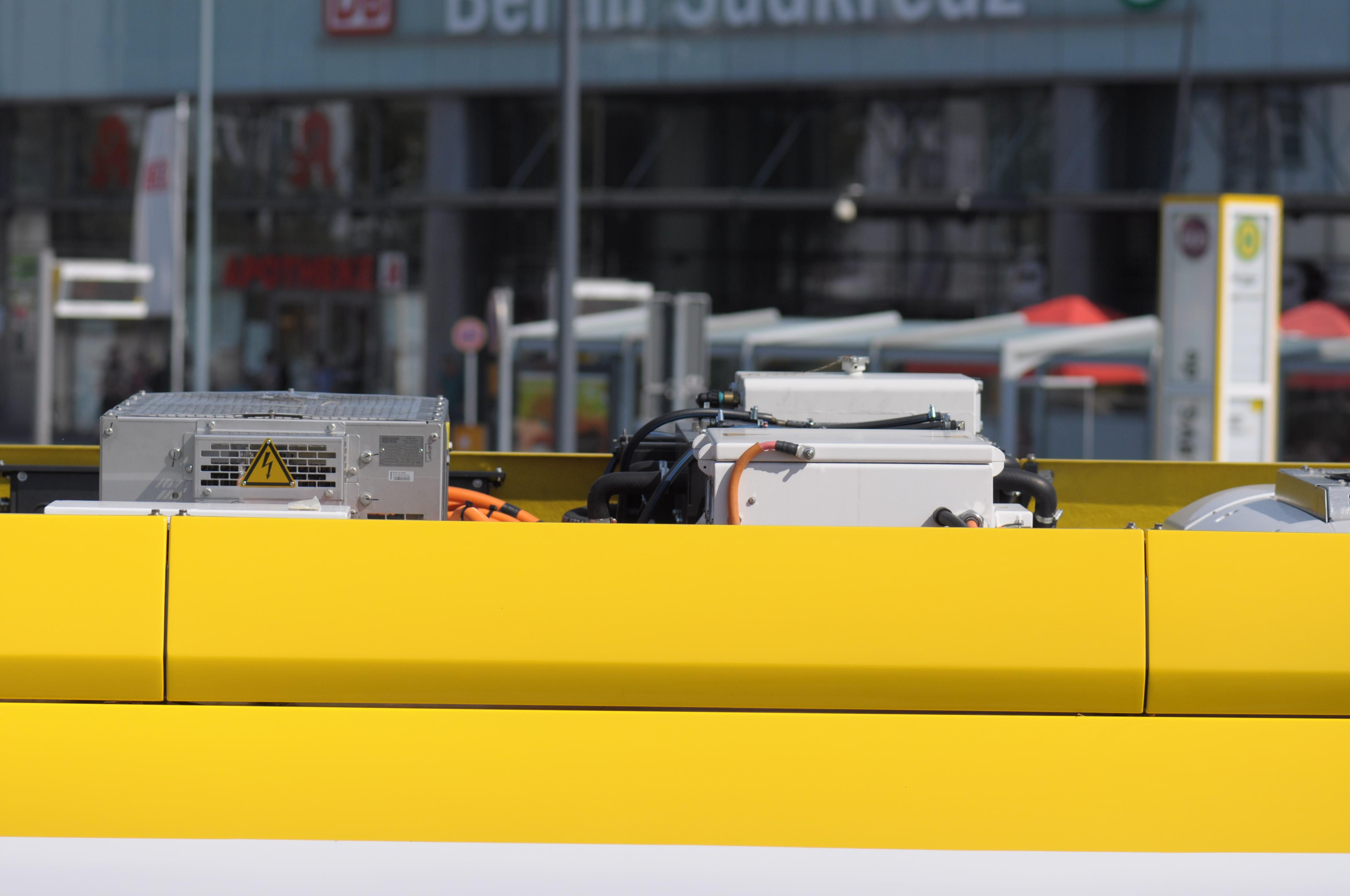 Bombardier Primove: Die BVG hat Probleme mit ihren Berliner Induktionsbussen - Detailaufnahme der Dachaufbauten (Foto: Andreas Sebayang/Golem.de)