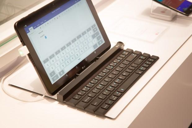 LGs Rolly Keyboard hat vier Tastenreihen. (Bild: Martin Wolf/Golem.de)