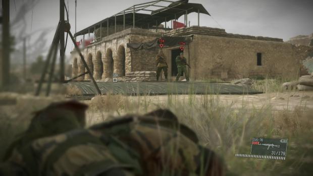 Typischer Anblick: In den Einsätzen verbringt Snake viel Zeit mit Warten im Gras. (Screenshot: Golem.de)
