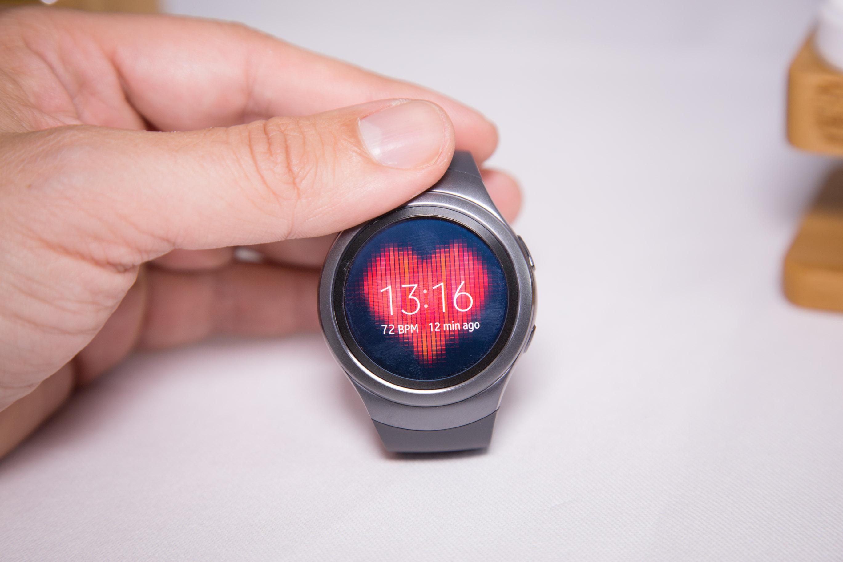 Samsung Gear S2 im Hands on: Drehbarer Ring schlägt Touchscreen -