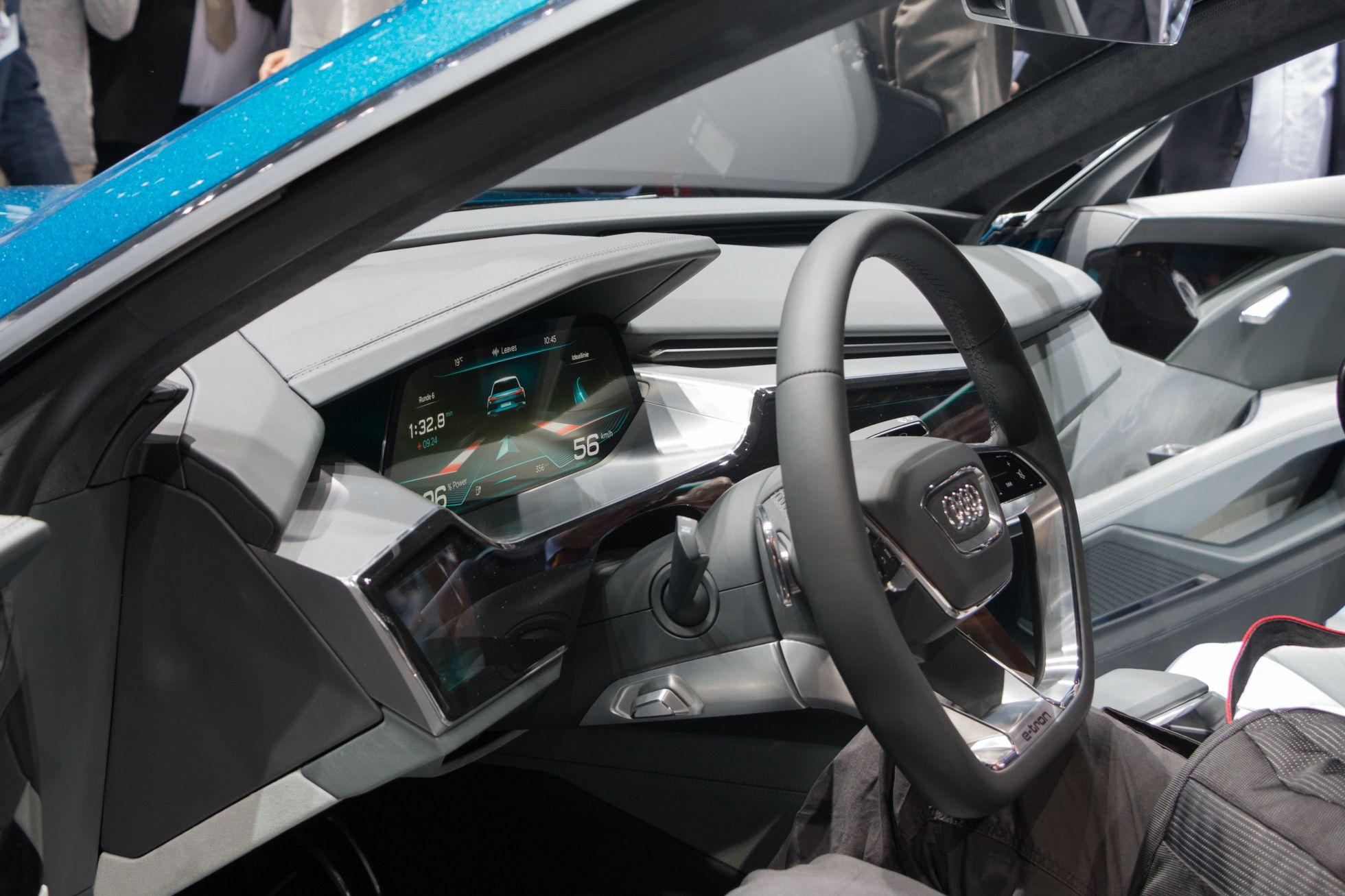 E-Tron Quattro Concept: Audi nennt Details zum neuen Virtual Cockpit - Die Instrumentenanzeige ist ein OLED-Display. (Foto: Werner Pluta/Golem.de)