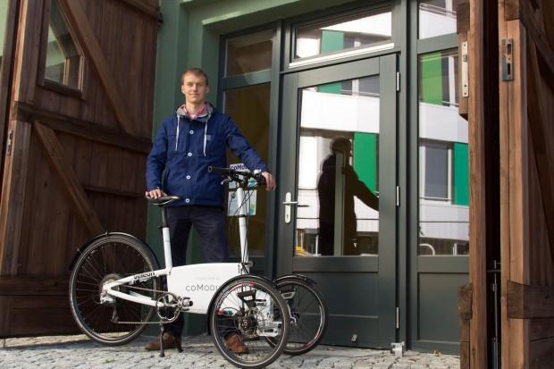 Welix Klaas von Comodule führt das autonome Fahrrad vor. (Foto: Martin Wolf/Golem.de)
