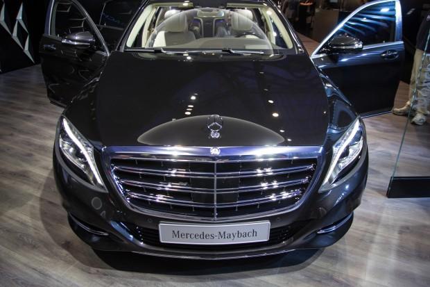 Mercedes ermöglicht selbst beim über 180.000 Euro teuren S600 Maybach keine Integration von Carplay oder Android Auto - die eigene App-Auswahl ist nicht umfangreich. (Bild: Tobias Költzsch/Golem.de)