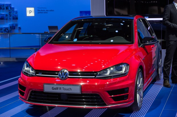 Der Golf R Touch ist Volkswagens Versuchsauto, in das neue Technologien eingebaut werden. (Bild: Tobias Költzsch/Golem.de)