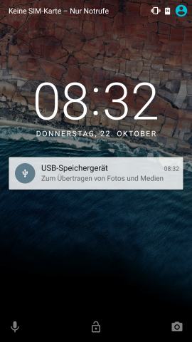 Android 6.0 zeigt Hinweis mit angeschlossenem USB-Speicher im Sperrbildschirm. (Screenshot: Golem.de)