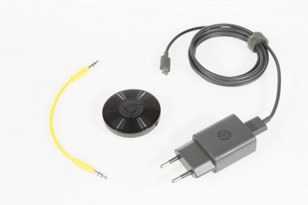 Chromecast Audio wird mit Netzteil, USB-Kabel und Klinkensteckerkabel ausgeliefert. (Bild: Martin Wolf/Golem.de)