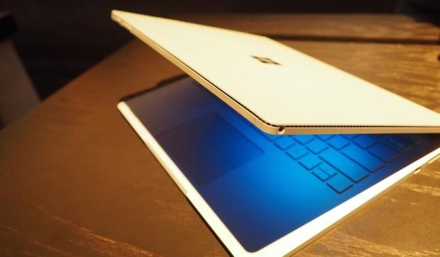 Anders als Apple verwendet Microsoft einen Magnesium-Body (Foto: Ryan Southardt / GLP Media)