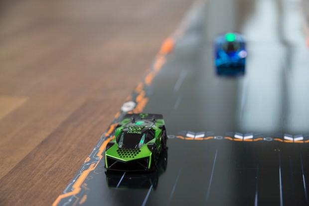 Die Fahrzeuge halten ihre Spuren auch ohne dass der Fahrer eingreift. (Foto: Martin Wolf/Golem.de)