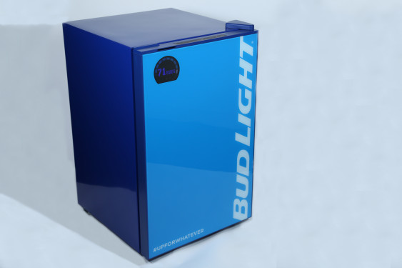 Bud Light e-Fridge: Der smarte Bierkühlschrank -