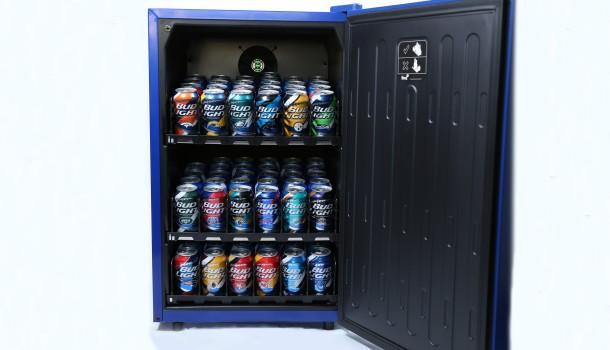 Mini Kühlschrank Für Eine Flasche : Bud light e fridge der smarte bierkühlschrank golem
