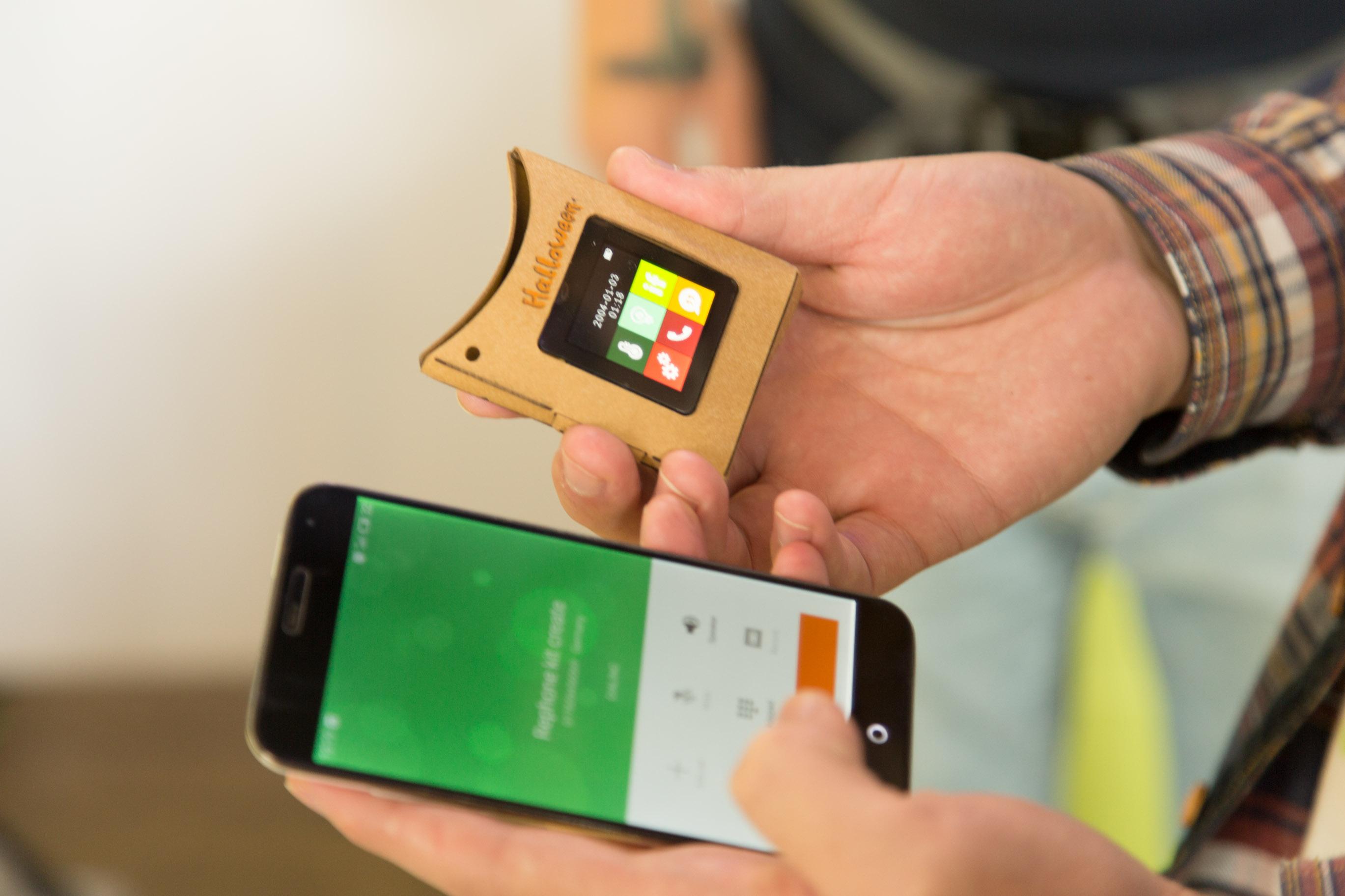 Bento Lab: Biohacking am Küchentisch - Seeedstudio zeigte sein neues Bastel-Smartphone Rephone. (Foto: Martin Wolf/Golem.de)