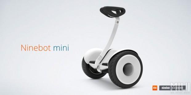 Das Elektro-Zweirad Ninebot Mini gibt es in zwei Farben: in Weiß... (Bild: Ninebot)