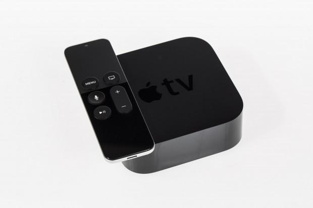 Das neue Apple TV mit seiner Fernbedienung (Bild: Martin Wolf/Golem.de)
