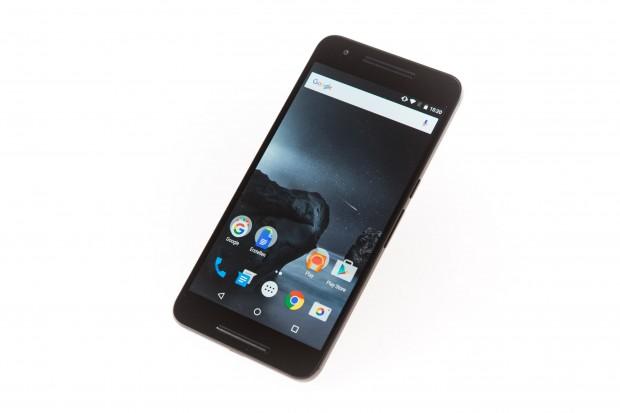 Das Nexus 6P ist mit seinem 5,7-Zoll-Display größer als das Nexus 5X. (Bild: Martin Wolf/Golem.de)